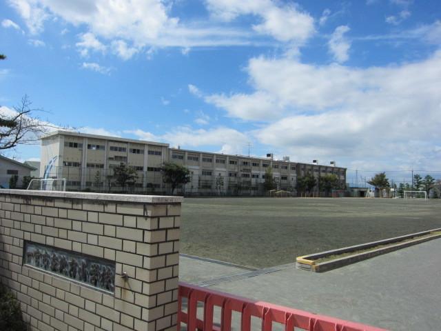 小学校徒歩20分(約1600m)