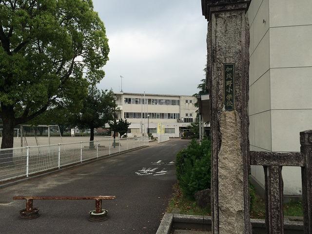 小学校徒歩4分(約270m)