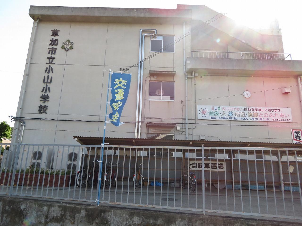 小学校徒歩約9分(約720m)m